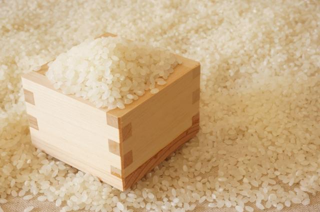 30キロの玄米を精米機で精米。無洗米と白米のボタンがあって、どっちが得か調べてみた