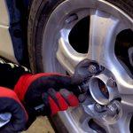 スタッドレスタイヤの交換を車検のときにやってもらうと無料で交換してもらえる